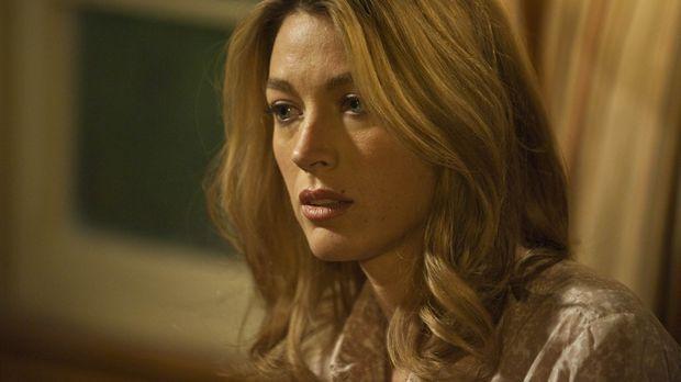 Die dubiosen Geschäfte ihres Mannes bereiten Winona Hawkins (Natalie Zea) zun...