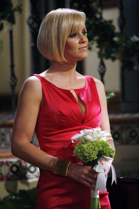 Courtney (Jenny McCarthy) steht kurz vor dem finanziellen Ruin. Doch Charlie lässt die hübsche Frau nicht im Stich ... - Bildquelle: Warner Brothers Entertainment Inc.