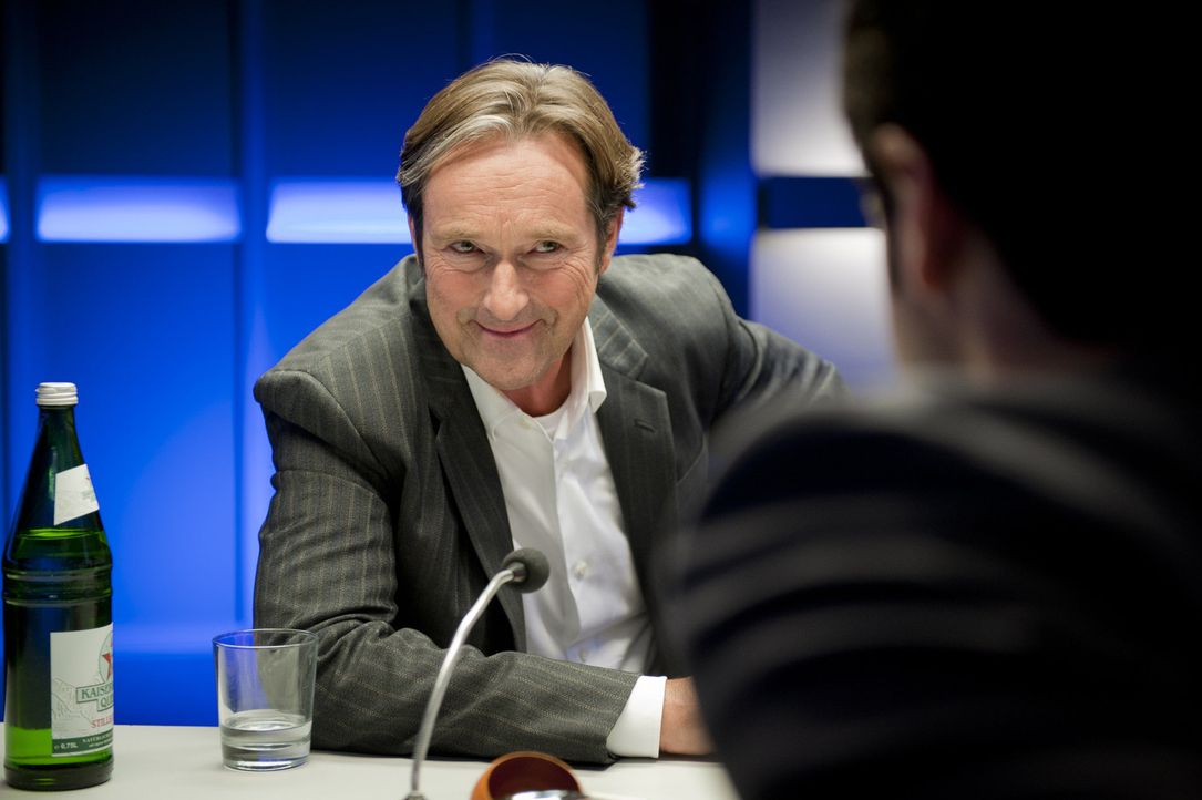 Stadtratsmitglied Günther Glaser (Helmut Zierl) hätte guten Grund gehabt, Weber umzubringen. Denn seine Frau hat seit vielen Monaten ein Verhältnis... - Bildquelle: Martin Rottenkolber SAT.1