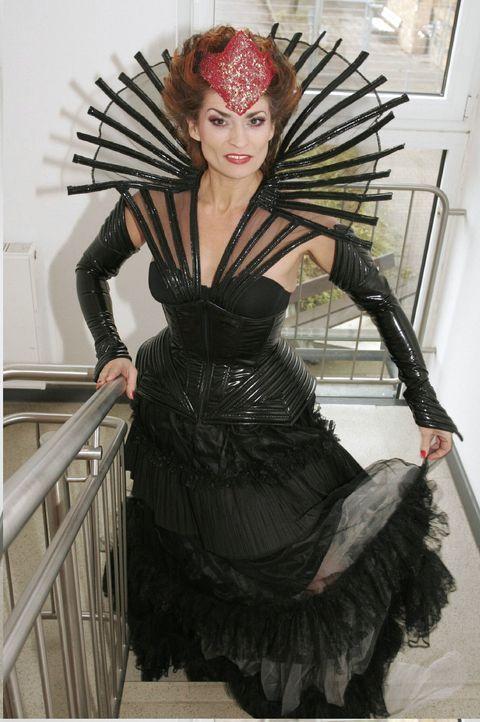 Sophie von Brahmberg (Gabrielle Scharnitzky) als Böse Königin. - Bildquelle: Noreen Flynn Sat.1