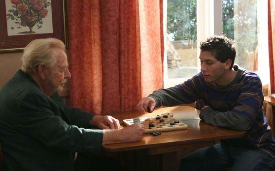 Malcolm mittendrin - Reese (Justin Berfiled, r.) hat einen Job in einem Alter...