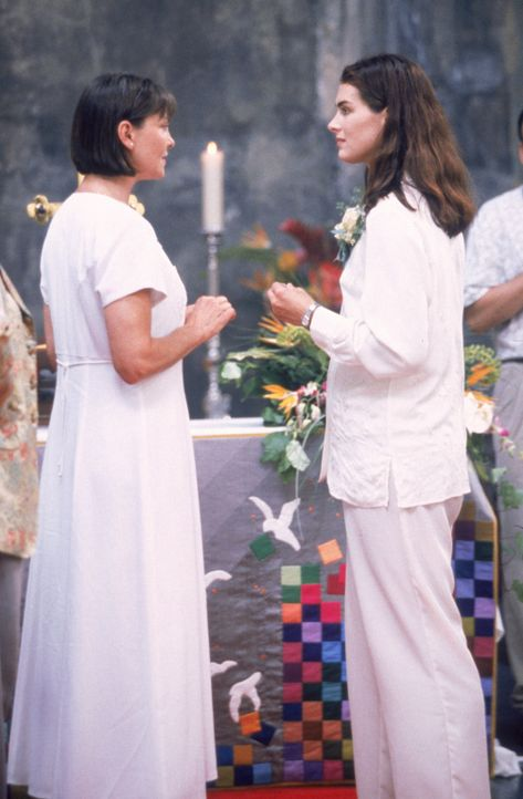 Geben sich das Ja-Wort: Janine Nielssen (Brooke Shields, r.) und Sandy Cataldi (Cherry Jones, l.) - Bildquelle: CPT Holdings, Inc.  All Rights Reserved.