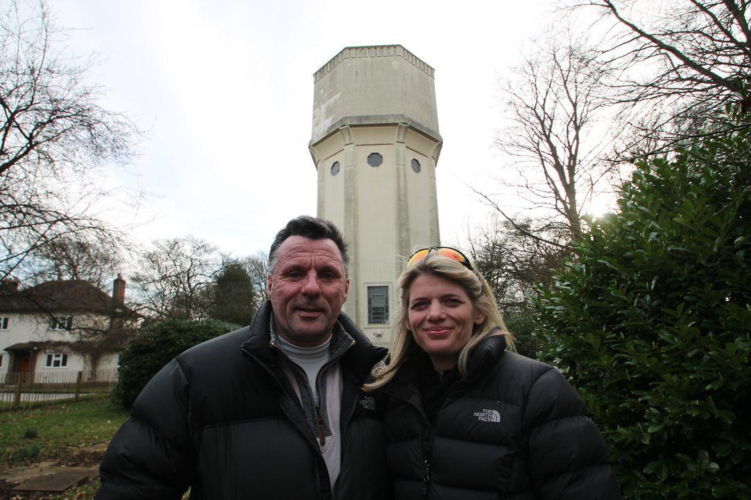 High Legh Water Tower - Bildquelle: junge Paar Steven (l.) und Marina (r.) hat sich in ein altes Pumpwerk im britischen Cold Ash verliebt. In mühevoller Arbeit wollen sie das Ziegelstein