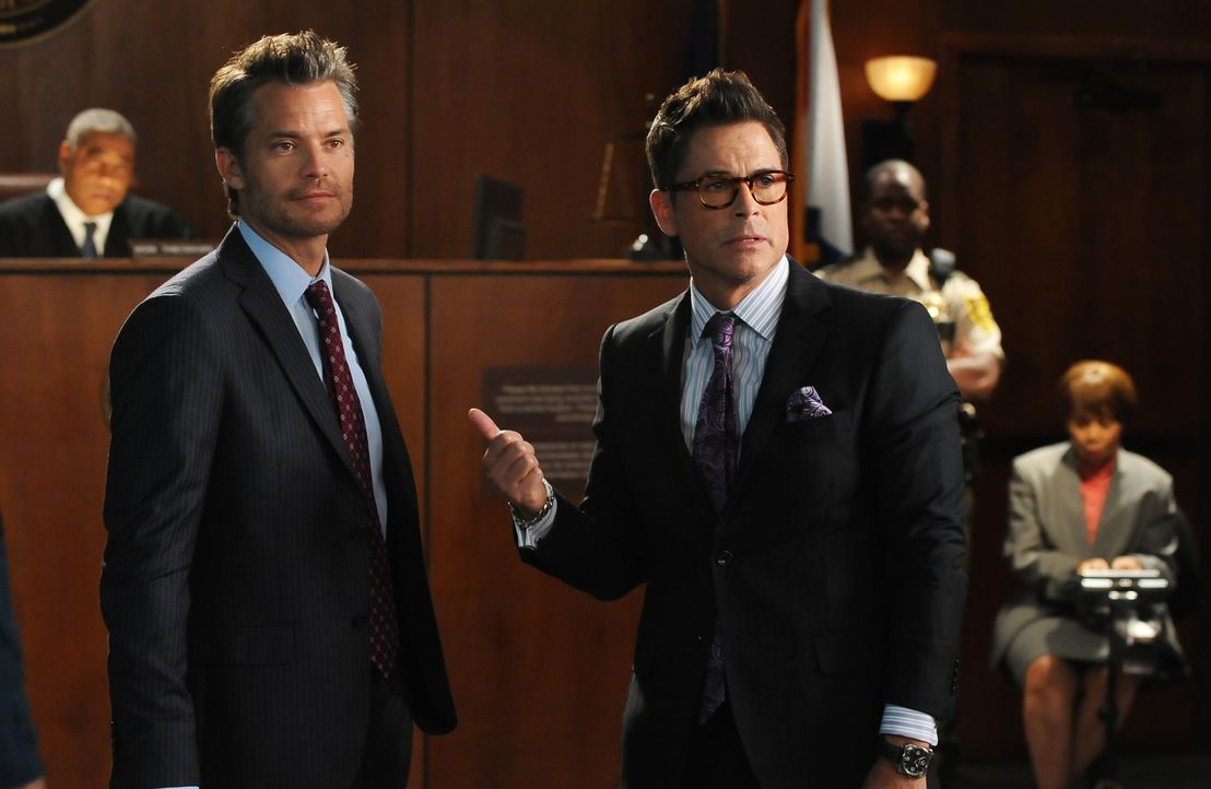 "Wird sich Dean (Rob Lowe, r.) tatsächlich darauf einlassen, für das Spin-off von ""The Grinder"" mit Timothy Olyphant (Timothy Olyphant, l.) vor der K... - Bildquelle: 2015-2016 Fox and its related entities.  All rights reserved."