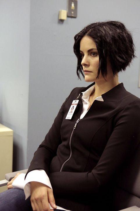 Jane (Jaimie Alexander) begibt sich mit Roman auf eine wichtige Mission. Aus einem Forschungslabor soll ein wertvoller Mikrochip gestohlen werden. U... - Bildquelle: Warner Brothers