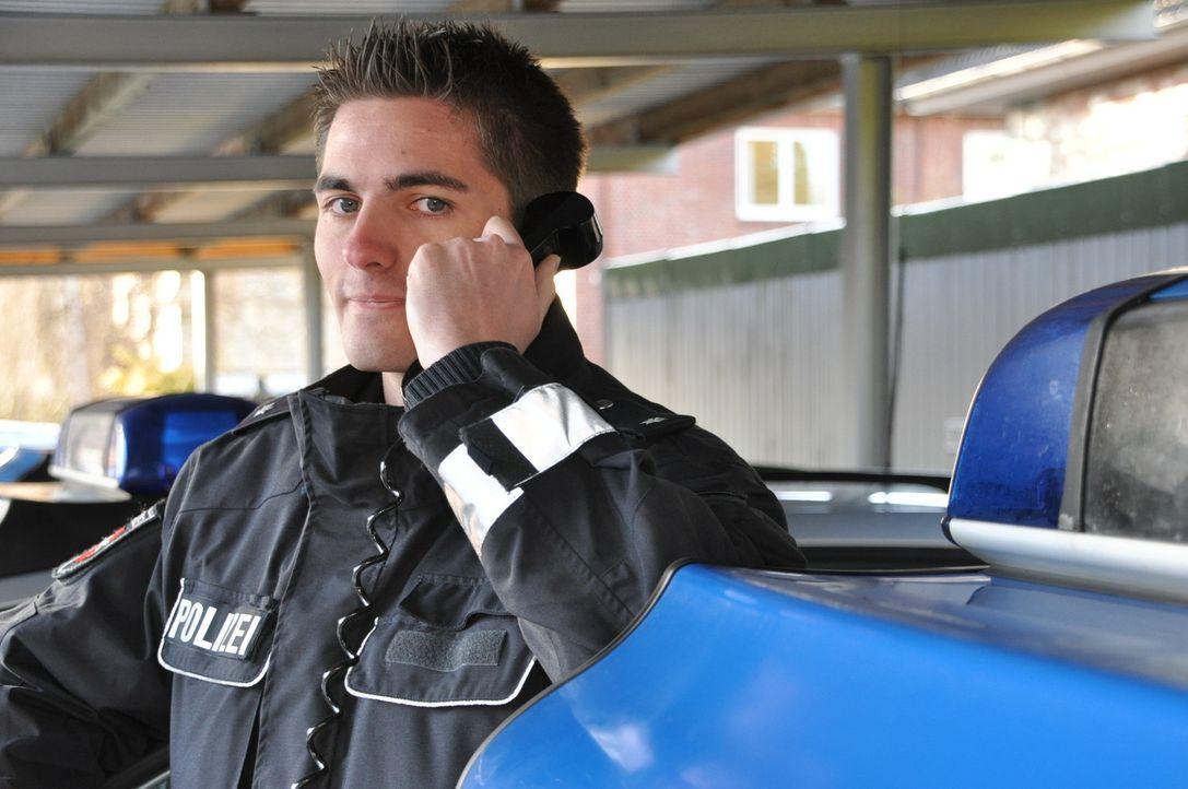 Auf der Polizeiwache in Stade geht ein Notruf ein: eine Schlägerei unter Saufkumpanen. Der Kommissar Torben Kubik muss sich auf viel Geschrei und r... - Bildquelle: kabel eins