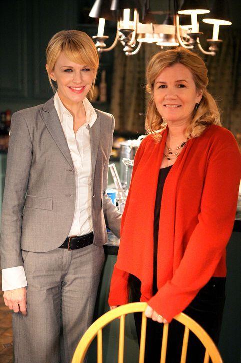 Bei den Dreharbeiten: Kathryn Morris (l.) und Mare Winningham (r.)