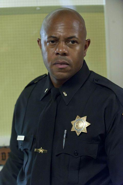 Hat Sheriff Roosevelt (Rockmond Dunbar) das Todesurteil seines Informanten unterschrieben, als er ihn zu der gefährlichen Tat gedrängt hat? - Bildquelle: 2011 Twentieth Century Fox Film Corporation and Bluebush Productions, LLC. All rights reserved.