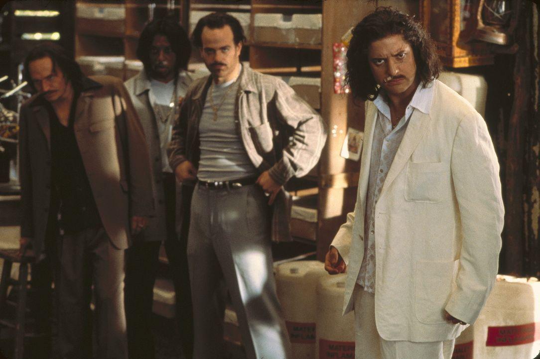 Schon bald muss der kolumbianische Drogenlord Elliot (Brendan Fraser, r.) erkennen, dass man dem Teufel nicht trauen sollte ... - Bildquelle: The 20th Century Fox Film Corporation