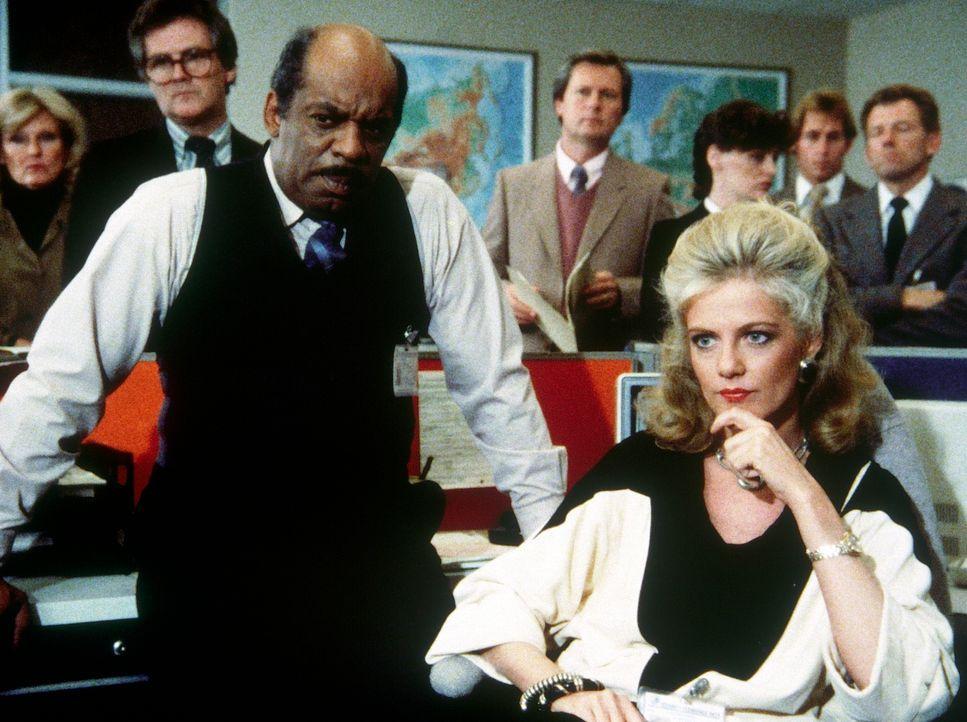 Billy (Mel Stewart, l.) und Francine (Martha Smith, r.) wissen noch nichts von dem geplanten Attentat ... - Bildquelle: CBS Television