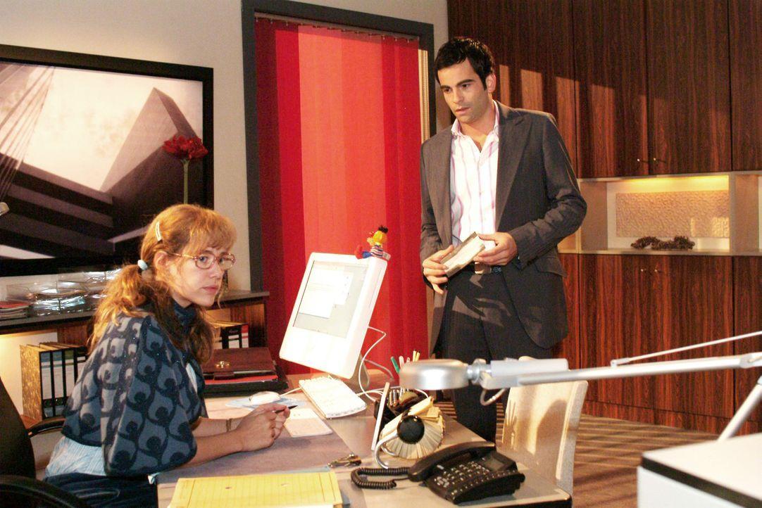 Lisa (Alexandra Neldel, l.) macht David (Mathis Künzler, r.) klar, dass sie nicht vorhat, ihm bei der Versöhnung mit Mariella zu helfen. (Dieses Fot... - Bildquelle: Monika Schürle Sat.1