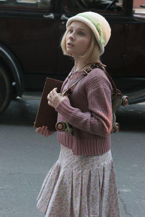 Die zehnjährige Kit Kittredge (Abigail Breslin) möchte unbedingt später eine Journalistin bei der Lokalzeitung werden. Schon jetzt sammelt sie Erzäh... - Bildquelle: Warner Brothers