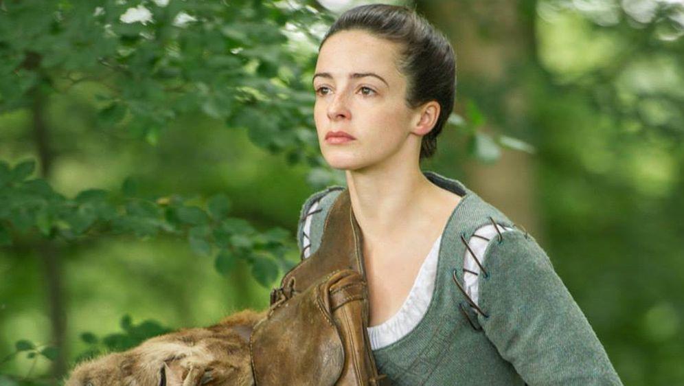 Caitriona Belfe auf Zeitreise in den Highlands - Bildquelle: Facebook/OutlanderTVSeries.starz