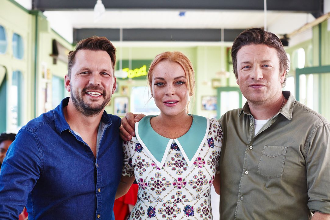 (v.l.n.r.) Jimmy Doherty; Lindsay Lohan; Jamie Oliver - Bildquelle: David Loftus 2016 Jamie Oliver Enterprises Limited; photography David Loftus