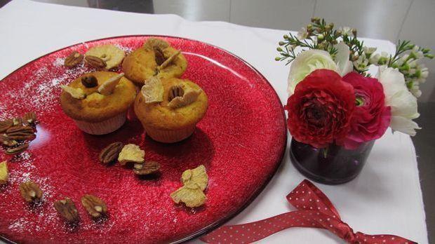 Enie backt gemeinsam mit Gast Niki Göhl Hummingbird-Muffins mit Pecannüssen,...