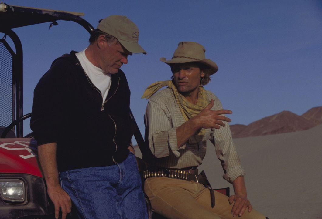 Regisseur Joe Johnston, l. mit seinem Hauptdarsteller Viggo Mortensen, r. - Bildquelle: Walt Disney Pictures. All rights reserved