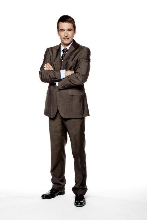 Geschäftsführer der Harani-Bank und Bens Vater: Stefan Bergmann (Ulrich Drewes) ... - Bildquelle: SAT.1
