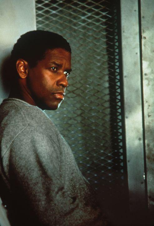 Dem Strafgefangenen Parker Barnes (Denzel Washington), einem ehemaligen Polizeidetektiv, wird eine hoch brisante Aufgabe zugewiesen ... - Bildquelle: Paramount Pictures