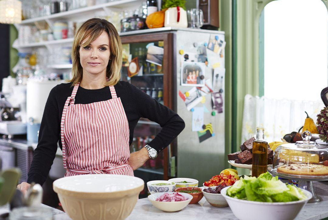 Amanda Holden bringt ein griechisches Mousaka, dessen Rezept ihre Oma von ihren Reisen mitgebracht hat, in die Koch-Challenge mit ein ...