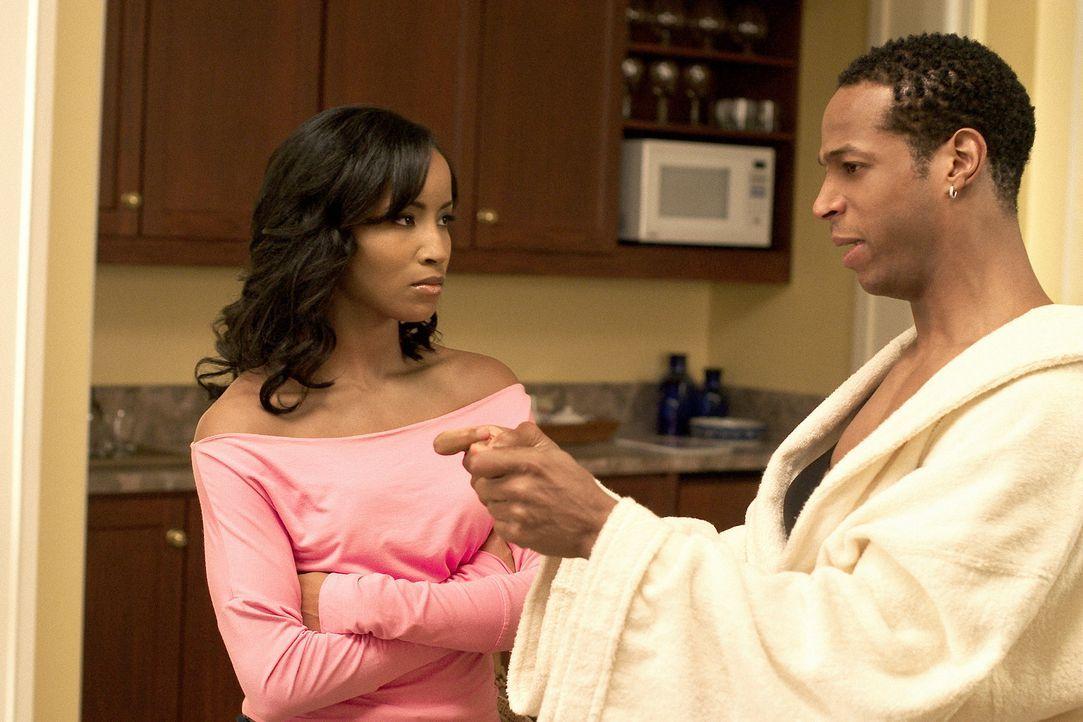 Shaunice (Drew Sidora, l.) kann nicht glauben, was ihr Marcus (Marlon Wayans, l.) gesteht ... - Bildquelle: Sony Pictures Television International. All Rights Reserved.