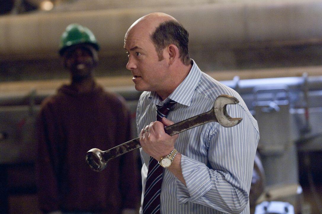 Dennis (David Koechner) - Bildquelle: Warner Bros.