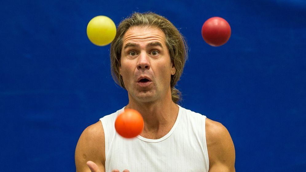 Jonglieren lernen: Anleitung für Anfänger - Bildquelle: dpa