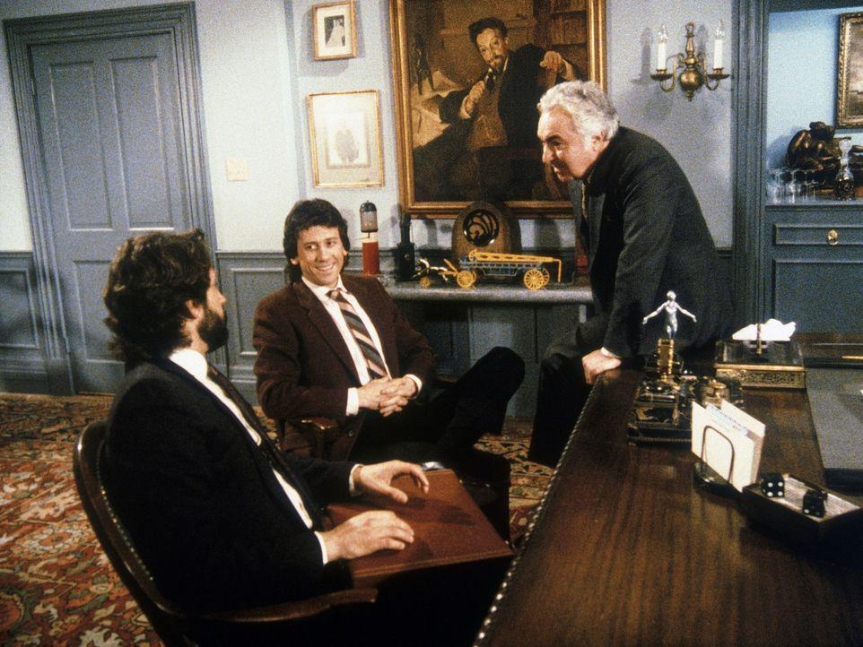 Frank Columbus (Al Ruscio, r.) ist ein Verbrecher, der von Schutzgeldern lebt. Noch ahnen Vic (Kenneth Gilman, l.) und Malcolm Burling (Richard Cox,...