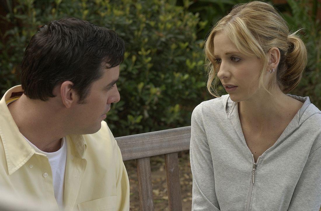 Buffy (Sarah Michelle Gellar, r.) und Xander (Nicholas Brendon, l.) wollen Willow von ihrem Plan, Tara mit schwarzer Magie wiederzubeleben, abbringe... - Bildquelle: TM +   Twentieth Century Fox Film Corporation. All Rights Reserved.