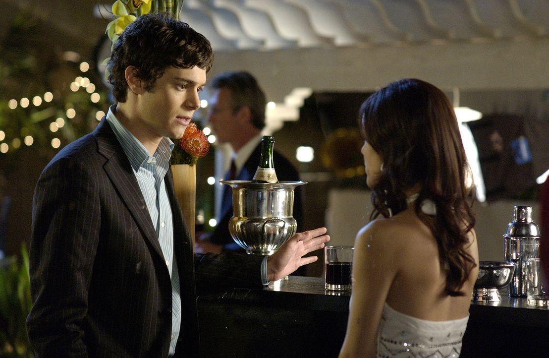 Seth (Adam Brody, l.) und Summer (Rachel Bilson, r.) nehmen an Julies Präsentationsparty teil ... - Bildquelle: Warner Bros. Television