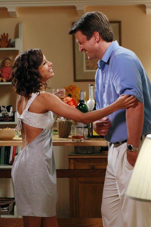 Gabrielle (Eva Longoria, l.) ist wütend über Carlos' Verlobung und macht sich deshalb an Adam (Nathan Fillion, r.) heran, was nicht nur Carlos, sond... - Bildquelle: ABC Studios