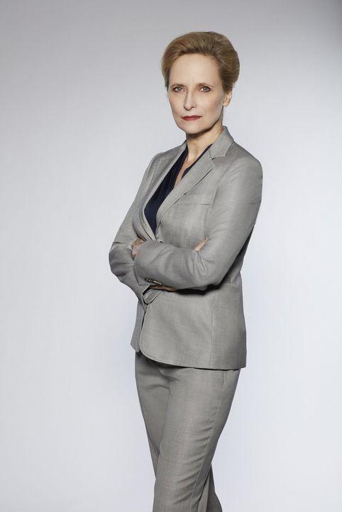 (1. Staffel) - Als Chefin von Daniels und Alvarez leitet FBI-Agentin Deakins (Laila Robins) die Einheit, doch Cameron Blacks Beteiligung an den Ermi... - Bildquelle: Warner Bros.