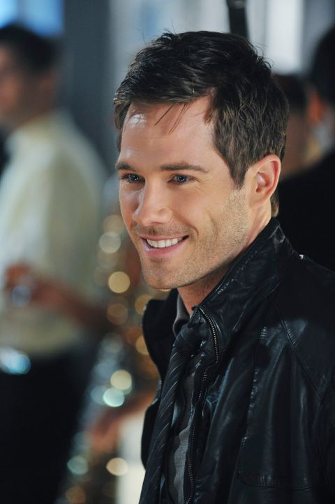 Amüsiert sich auf Lucs Marketing-Party: Scotty (Luke Macfarlane) - Bildquelle: 2010 American Broadcasting Companies, Inc. All rights reserved.