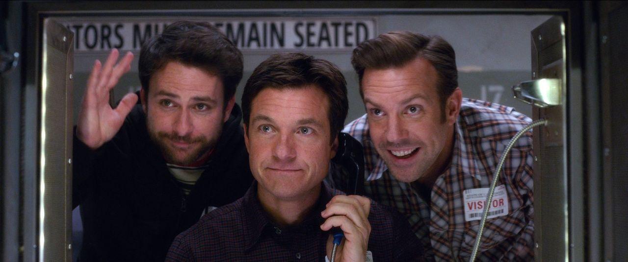 Natürlich läuft bei (v.l.n.r.) Dale (Charlie Day), Nick (Jason Bateman) und Kurt (Jason Sudeikis) mal wieder alles aus dem Ruder, als sie beschließe... - Bildquelle: 2014   Warner Bros.