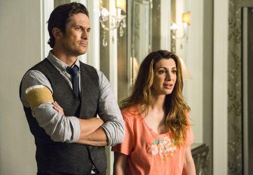 Während Wes (Oliver Hudson, l.) und Gigi (Nasim Pedrad, r.) sich mit Cathy Mu...