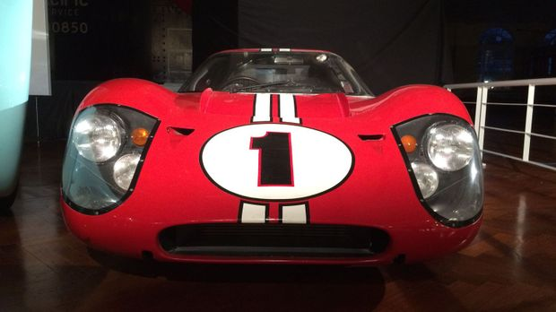Don Wildman präsentiert ein Muscle-Car, das aus dem Wettbewerb zwischen einem...