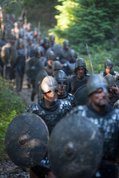 Noch glauben die königlichen Truppen, die nordischen Barbaren ganz schnell besiegen zu können. Aber nicht mehr lange ... - Bildquelle: 2013 TM TELEVISION PRODUCTIONS LIMITED/T5 VIKINGS PRODUCTIONS INC. ALL RIGHTS RESERVED.