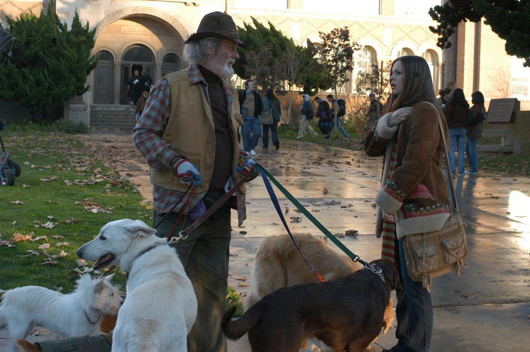 Ein neuer Auftrag von Gott (Russ Tamblyn, l.) bereitet Joan (Amber Tamblyn, r.) schlecht Laune, da sie deshalb nicht mit Adam zu einem Konzert gehen... - Bildquelle: Sony Pictures Television