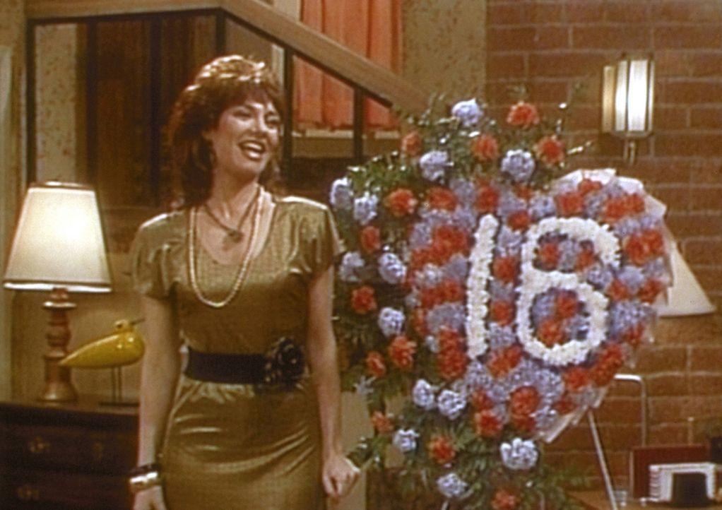 Gut gelaunt begeht Peggy (Katey Sagal) ihren sechzehnten Hochzeitstag. - Bildquelle: Columbia Pictures