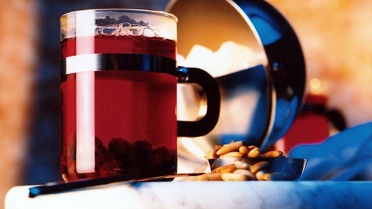 winterspecial-heißes-getraenk-trinken-04-10-05-dpa - Bildquelle: dpa