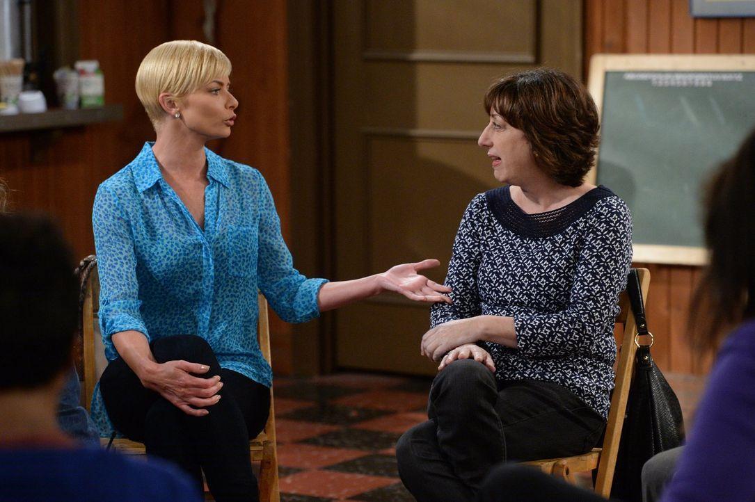 Jill (Jaime Pressly, l.) und Wendy (Beth Hall, r.) haben einiges zu bereden ... - Bildquelle: 2015 Warner Bros. Entertainment, Inc.