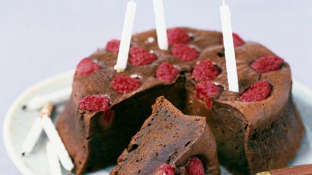 Schokoladenkuchen mit himbeeren leckerer kuchen nach rezept for Kuchen zusammenstellen programm