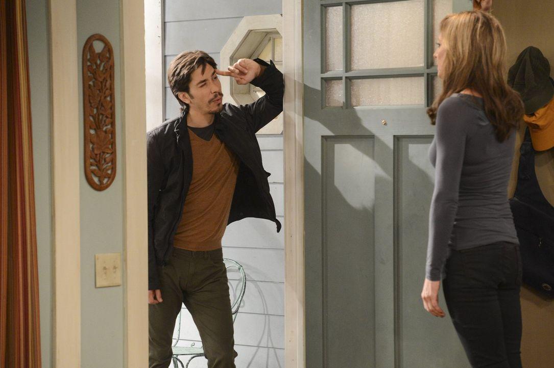 Bonnie (Allison Janney, r.) ist entzückt, als sie Christys Freund Adam (Justin Long, l.) zum ersten Mal sieht. Sie hatte nicht erwartet, dass er so... - Bildquelle: Warner Brothers Entertainment Inc.