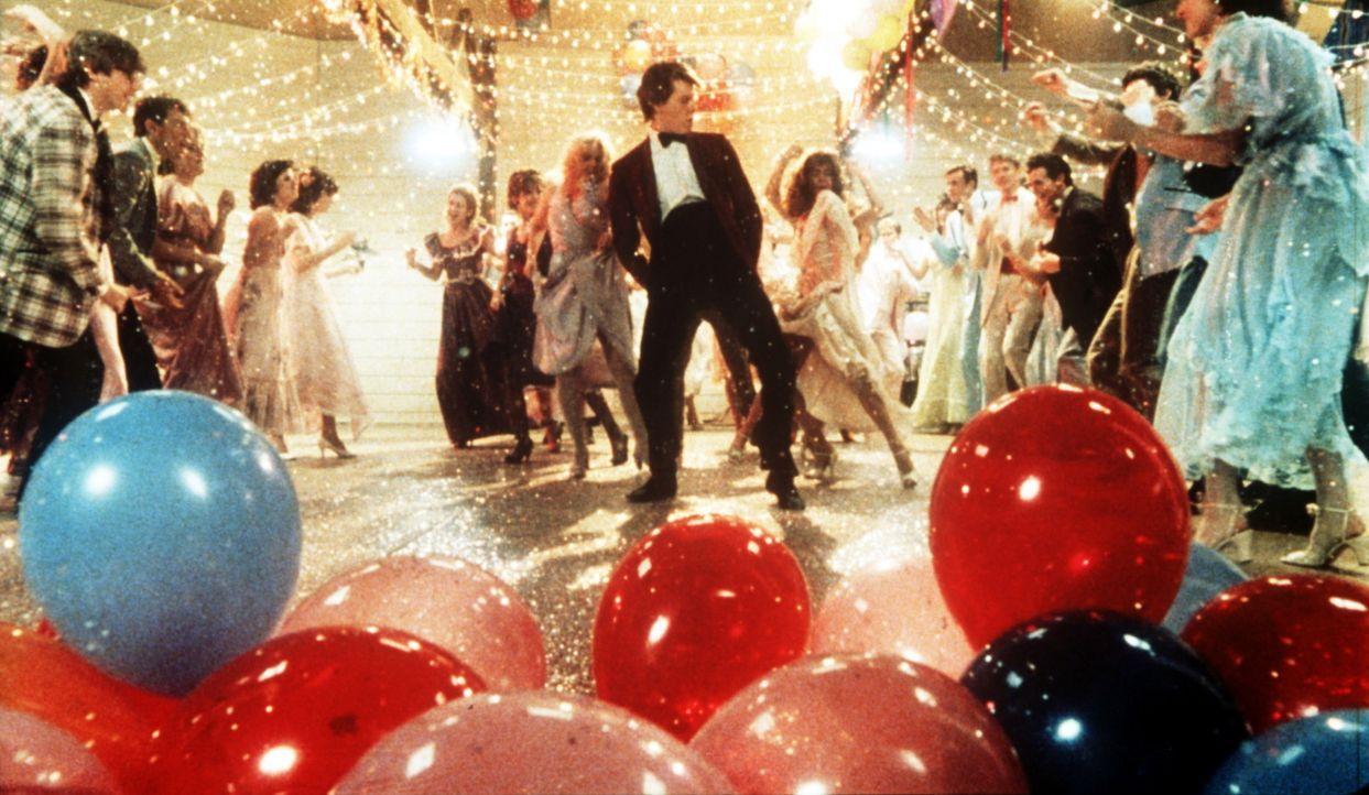 Endlich kann Ren McCormack (Kevin Bacon, M.) tanzen, was das Zeug hält! - Bildquelle: Paramount Pictures