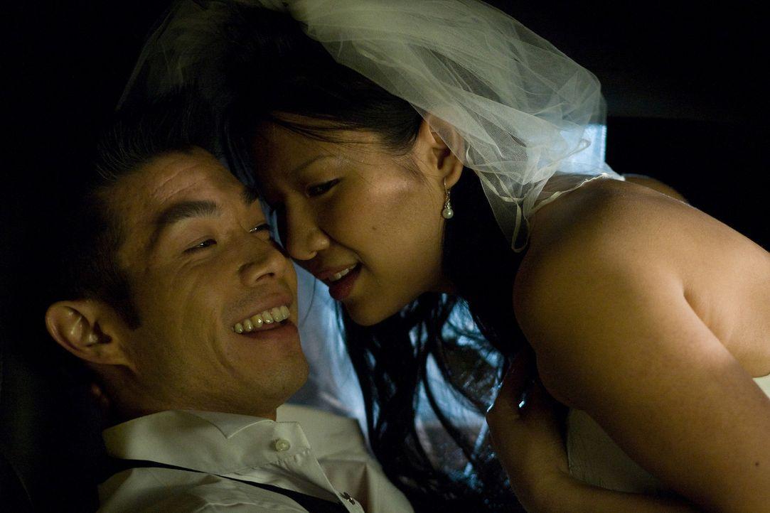 Ihr Glück währt nur kurz: Bride (Gwendoline Yeo, r.) und Groom (Nelson Lee, l.) ... - Bildquelle: 2008 Stage 6 Films, Inc. All Rights Reserved.