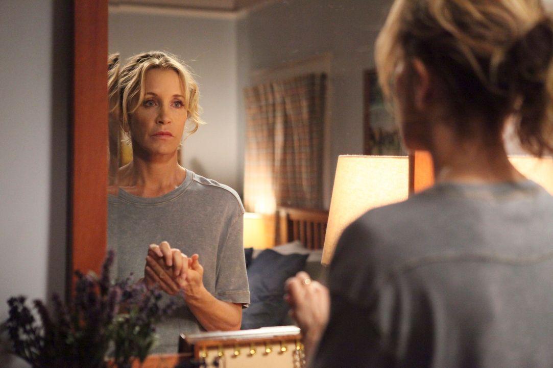 Als Lynette (Felicity Huffman) von Tom Blumen zum 22. Hochzeitstag bekommt, will sie um ihre Ehe kämpfen, doch dieser Plan endet im Chaos ... - Bildquelle: ABC Studios