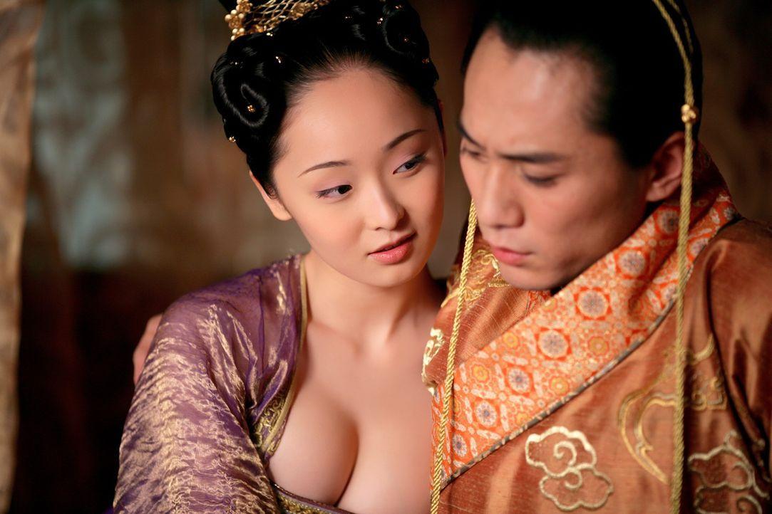 Während der Abwesenheit von Kaiser Ping wurden am Hof heimliche Liebesbande geknüpft und unheilvolle Allianzen geschmiedet. Eines Tages kehrt der He... - Bildquelle: TOBIS Film