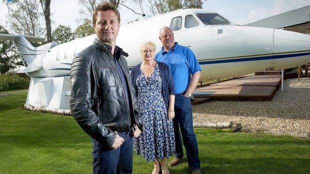 George Clarke (l.) trifft diese Woche Julia (M.) und Martyn Wiseman (r.). Das...
