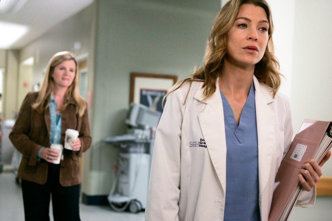 Meredith (Ellen Pompeo, r.) ist geschockt, als sie erfährt, dass Susan (Mare Winningham, l.) ihre Halbschwester ist ... - Bildquelle: Touchstone Television
