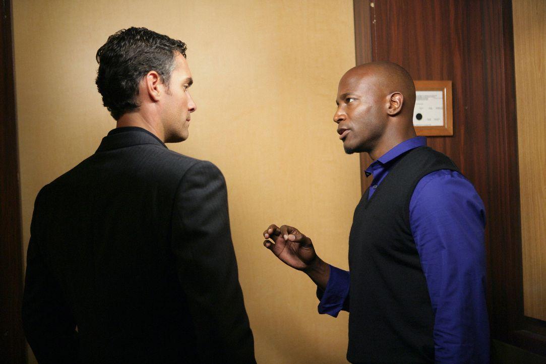 Während Sam (Taye Diggs, r.) Addison bei einer Patientin hilft, macht Dr. Lockhart (Jay Harrington, l.) Naomi ein lukratives Angebot ... - Bildquelle: ABC Studios