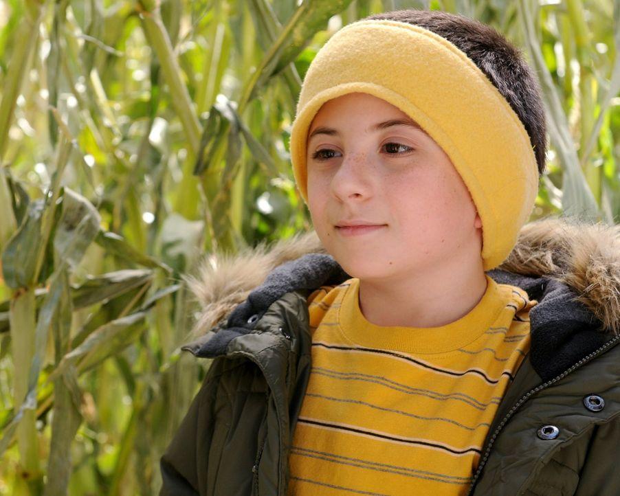 Brick (Atticus Shaffer) legt nicht viel Wert auf das Thanksgiving-Dinner und will stattdessen lieber das traditionelle Mais-Labyrinth erkunden ... - Bildquelle: Warner Brothers